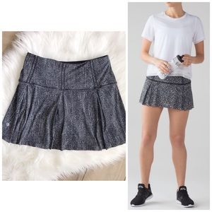 LULULEMON 6 Lost In Pace Skirt! Black white